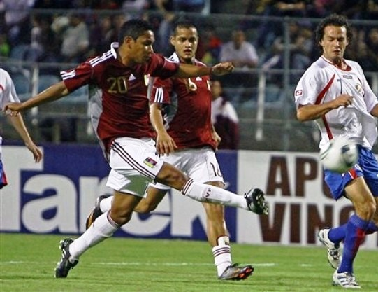 El zuliano Grenddy Perozo, defensor central vinotinto.