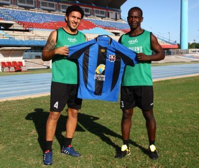 Jhonny Perozo junto a Luis Cassiani cuando fue presentado de regreso con el petrolero