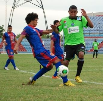 Héctor Noguera, lateral derecho, regresa al once zuliano.
