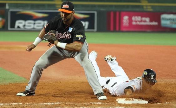 Ernesto Mejía no ha podido ser constante con la ofensiva.