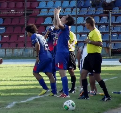 Manuel Arteaga volvió a marcar doblete para el petrolero.