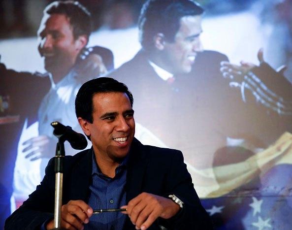 César Farías ofreció una rueda de prensa en Caracas.