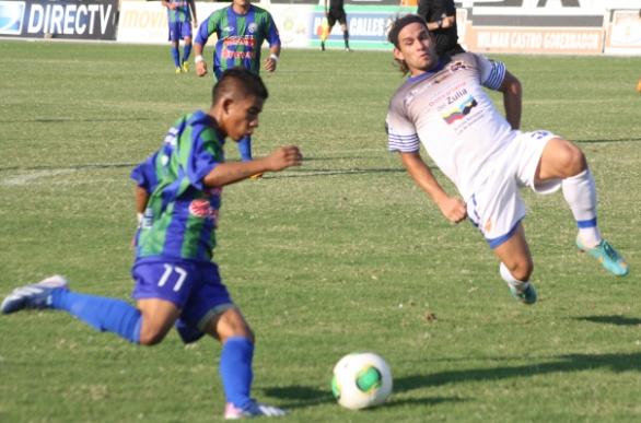 Walter Aguilar se estrenó con los zulianos ayudando a sacar un cero. Foto: Llaneros.