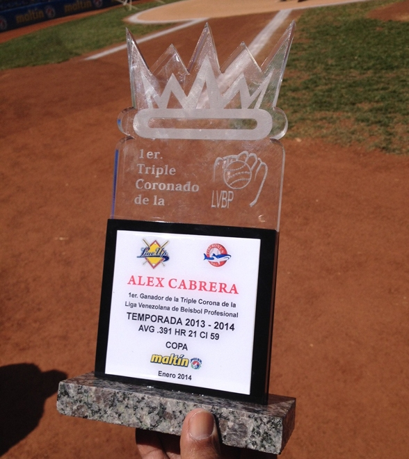 Este fue el trofeo que le entregaron a Cabrera. Foto: Líder.