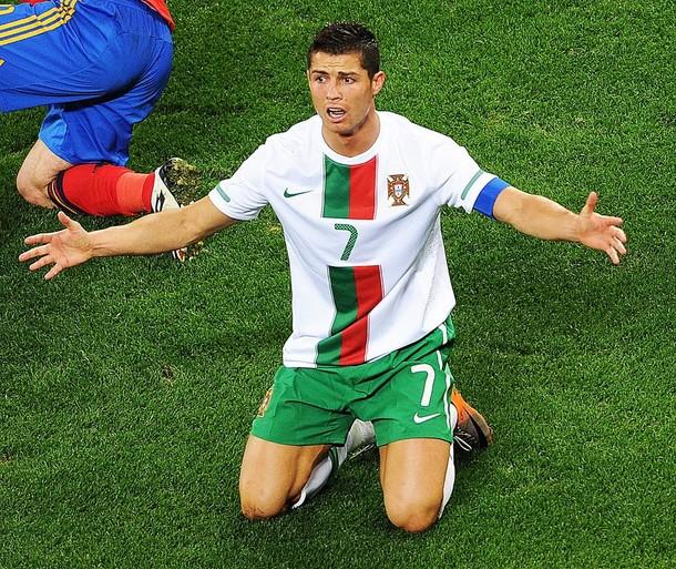El luso marco un gol pero no fue suficiente para clasificar a su país.