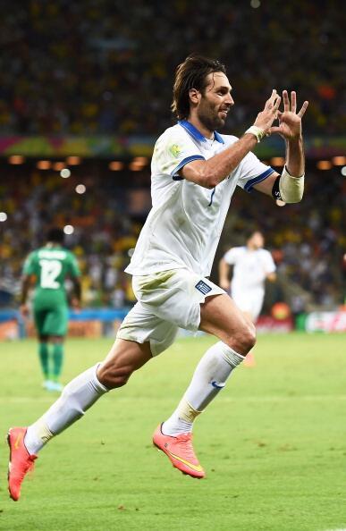 Samaras aseguró con el penalti su doblete y la clasificación de su país.