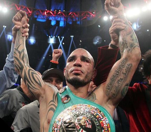 El puertoriqueño mejoro su record a 39 victorias.