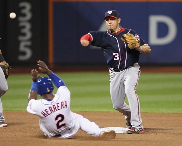 Asdrúbal Cabrera ha lucido como segunda base en los Nacionales.