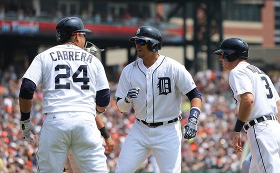 Cabrera y Martínez tienen a Detroit en el playoff.
