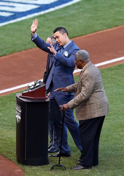 Stanton recibió el galardón del Hall of Fame Aaron.