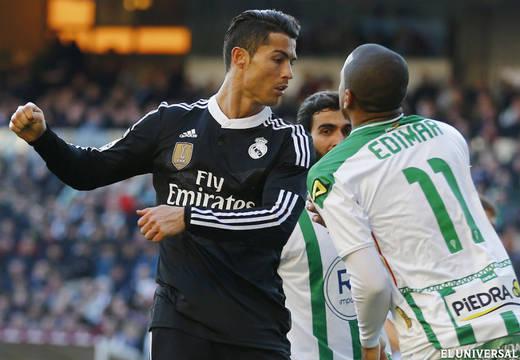 Cristiano Ronaldo fue expulsado por golpear al rival.
